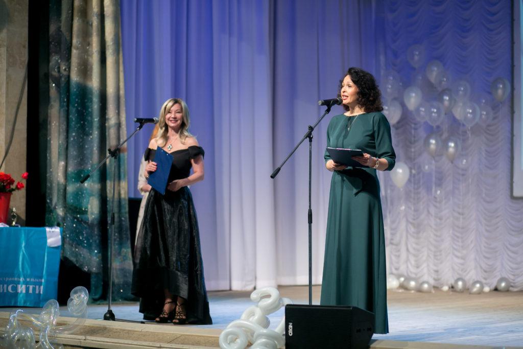 Светлана Леонидовна и Елена Владимировна открывают торжественную часть награждения